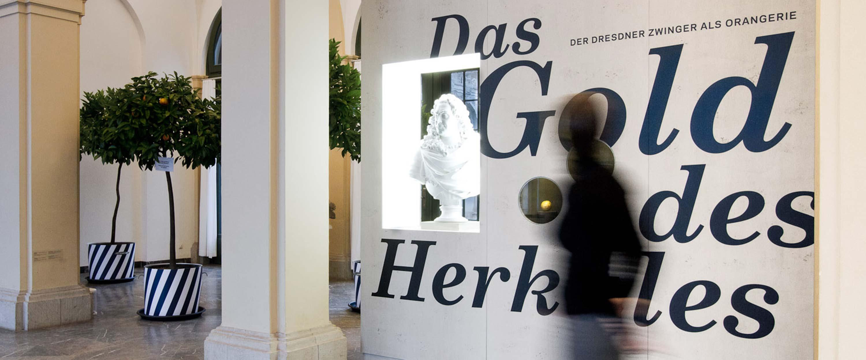 Das_Gold_Herkules_Ausstellung_Thema_Eingangsbereich_Design