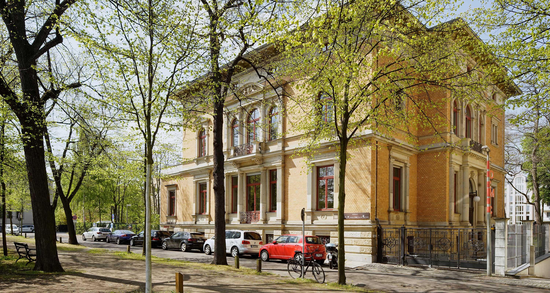 Die Außenansicht der Villa am Marienplatz.