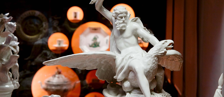 All_Nations_Porzellanfigur_Zeus_Ausstellungsstück
